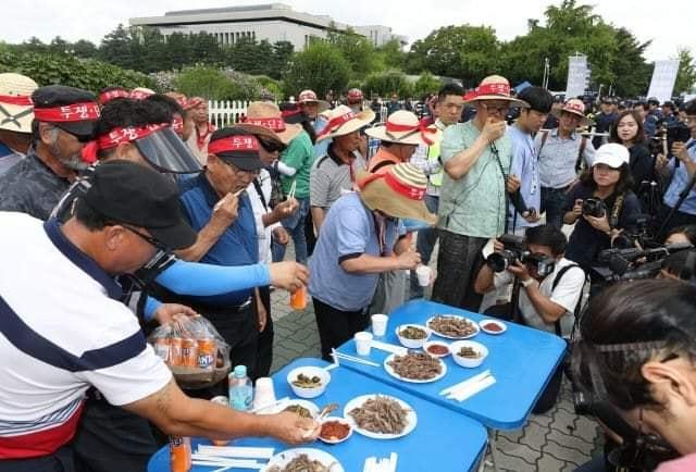 韓国:呆れる政治家と聖職者